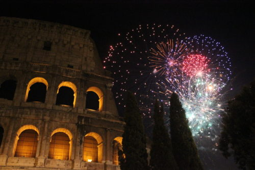 Fireworks over the Colosseum during the Roman New Year's celebration. (© Greta6 | Dreamstime.com - New Year Eve In Rome, Fireworks At Colosseum Photo © Greta6 | Dreamstime.com